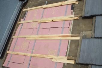野地板の上に防水紙を敷設
