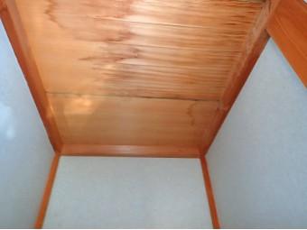 天井のしみ