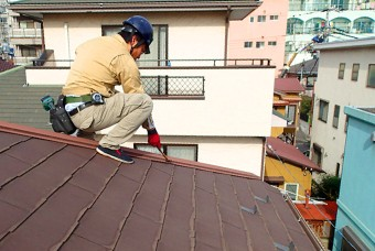 屋根の上など普段見ない・見えない部分もプロの目でチェック