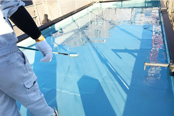 定期的なトップコートの塗り替えは防水層を長持ちさせる
