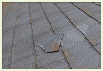 破損したスレート材は抜け落ちやすくなります