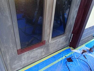 所沢市 玄関ドア ダイノック施工中