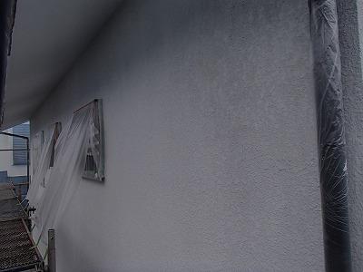 外壁塗装の下塗りを行います