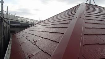 屋根の塗装が終わリ棟板金もこの通り綺麗になりました