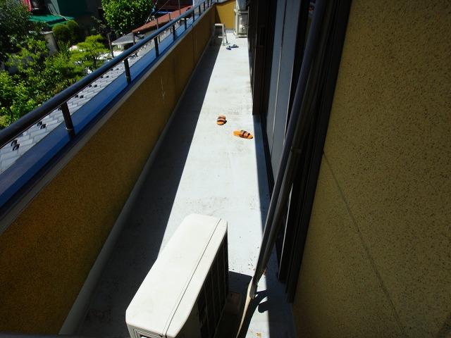 ベランダ防水塗装前の様子