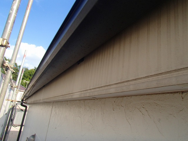 軒天塗装前の状態