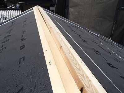 棟板の取り付け作業