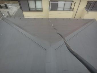 コケだらけの屋根を塗装