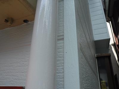 雨樋の塗装も街の屋根やさん