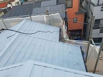朝霞市 屋根塗装 下塗の様子