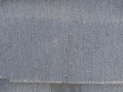 上尾市で屋根補修 スレートのヒビ