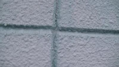 外壁の割れ目のゴム