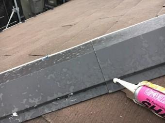 棟板金の止め釘を打ち直してコーキングで防水補強
