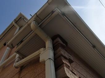 ひさしの軒天部分の塗装前写真です
