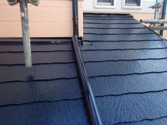 下屋根塗装完了後の様子