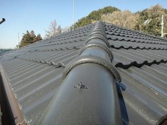屋根の棟瓦を施工しました