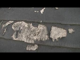 屋根の表面 剥がれてる