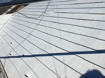 屋根洗浄後下塗りを行います