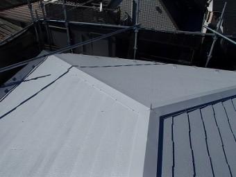 屋根の下塗りを行いました