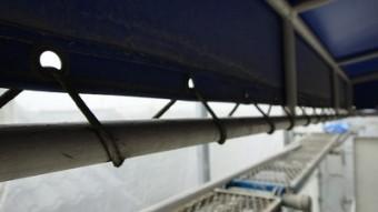 ビニール屋根部分鉄部塗装します