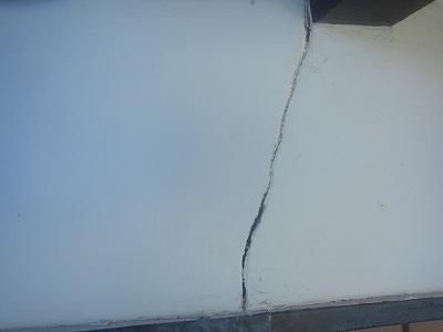 外壁のヒビ補修