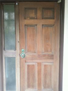 下塗りしたドア