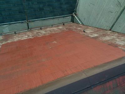 屋根表面に高圧洗浄を行いました