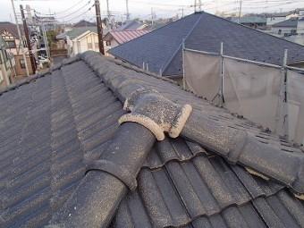 瓦屋根部分無料点検の様子
