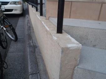塀のヒビを補修