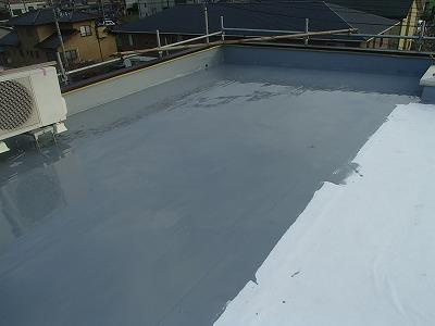 屋上防水塗替え中