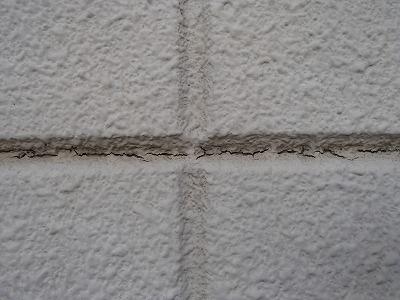 壁の隙間にヒビ どうなる