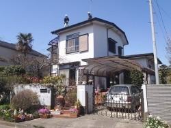 街の屋根やさんが塗装する前の家全景