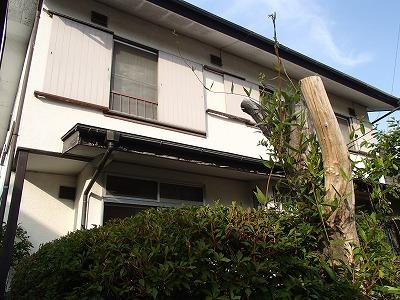外壁塗装前の家の全景です
