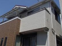 屋根塗装が完了した一軒家