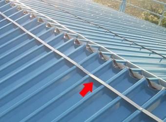 防水用スポンジを取り付けた屋根材